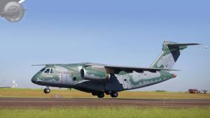 Voa o maior cargueiro militar fabricado no Brasil