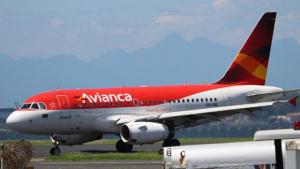 Funcionários da Avianca paralisam atividades e voos são cancelados