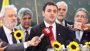 Deputado Glauber Braga deixa PSB e se filia ao PSOL