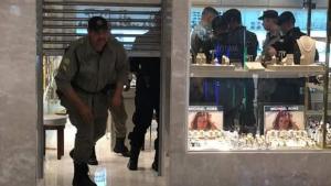 O Popular produz reportagem oficialesca sobre assalto no Goiânia Shopping
