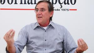 Carro de Antônio Gomide capota, mas ex-prefeito sai ileso de acidente