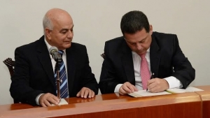 Governador Marconi Perillo sai de férias e transmite cargo a Hélio de Sousa