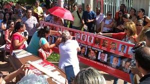 Vereadores são enterrados em ato simbólico em Goiânia