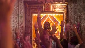 """""""Não me importo, é Holi."""" Saiba como é um dos mais sagrados festivais indianos"""