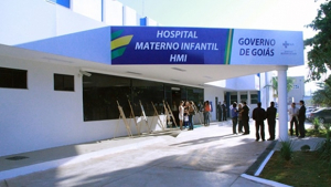 Gêmea siamesa operada em Goiás é transferida para Bahia para tratar do coração