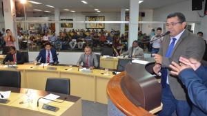 Vereador reassume presidência da Câmara de Palmas após dois dias preso