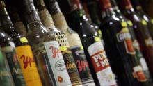 Procon de Aparecida apreende mais de duas mil bebidas impróprias para consumo em comércios