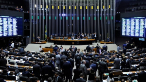 Câmara tem sessão extraordinária para votar MPs que trancam a pauta
