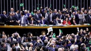 Plenário continua hoje votação da reforma da Previdência