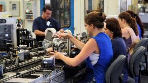 Mulher ganha menos de 80% do salário do homem, diz IBGE