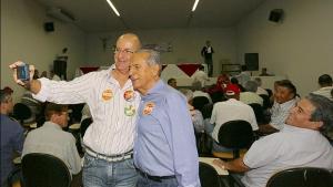 Em campanha pelo interior, Iris prefere não comentar apoio de friboizistas a Marconi