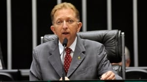 Deputado diz que João Campos pode atrair ala evangélica para José Eliton