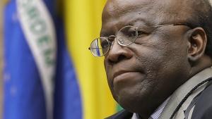 Sem o Supremo, Barbosa diz querer distância da política, e por isso pode ser político
