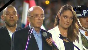 José Serra emociona estádio de Medellín em discurso de homenagem ao Chapecoense