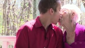 Jovem de 31 anos namora com mulher de 91 e diz se atrair por idosas
