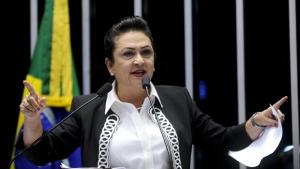 """Kátia Abreu: """"Não sou obrigada a fazer o que o PMDB acha que tenho que fazer"""""""