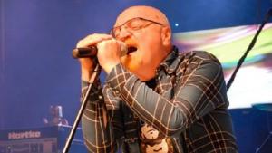 Morre o cantor e produtor musical Kid Vinil