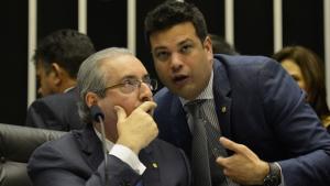 PMDB destitui líder pró-Dilma e dá novo passo para deixar o governo