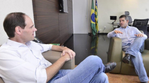 Na tentativa de estreitar laços, Delegado Waldir visita novo presidente da Alego