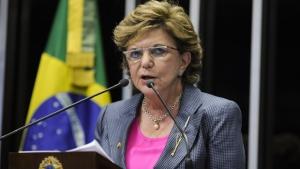 """Lúcia Vânia oficializa saída do PSDB: """"Me sinto desconfortável no partido"""""""
