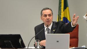 Barroso contraria relator e aponta inconstitucionalidade em rito de Cunha