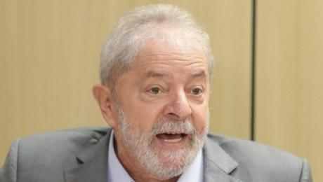 Ex-presidente Lula começa a usar aparelhos auditivos nos dois ouvidos