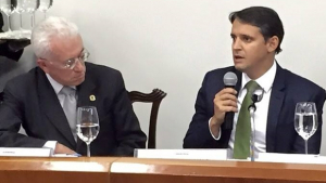 """Secretário Thiago Peixoto e ministro Mangabeira dão """"susto"""" em assessores"""