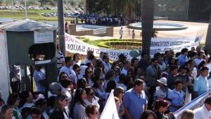 Servidores de diversas categorias da prefeitura de Goiânia protestam contra Paulo Garcia