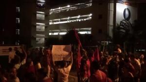 Alunos da PUC Goiás vaiam manifestação pró-Dilma e recebem resposta à altura