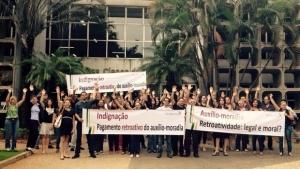 Servidores do Judiciário fazem manifestações contra auxílio-moradia de R$ 262 mil a juízes goianos