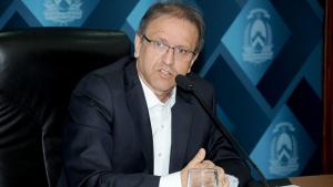 Governador garante títulos de imóveis a 6 mil famílias