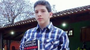 """Jovem que chamou professores da PUC Goiás de """"excomungados"""" se filia ao DEM"""