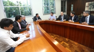 Marconi e empresários discutem vinda de fabricante de aeronaves para Goiás