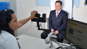 Governador de Goiás vai ao Vapt Vupt para renovar CNH