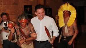 Marconi participa de ritual indígena. Veja vídeo
