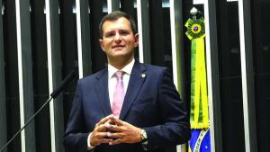 """""""São dois projetos diferentes"""", diz Marcos Abrão ao explicar mudança de voto"""