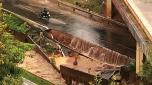 Prefeitura interdita Marginal Botafogo após desabamento causado por temporal