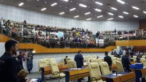 Servidores protestam na Câmara de Goiânia contra reforma da Previdência