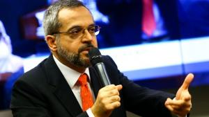 Ministro aceita pedido de revisão de nota do Enem via Twitter