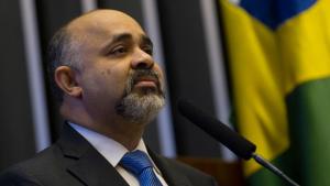 PRB anuncia saída do governo e coloca Ministério do Esporte à disposição de Dilma
