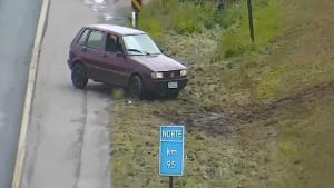 Motorista é flagrado transitando no canteiro central, na contramão e sem cinto de segurança