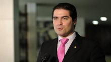 Deputado e ex-governador de MG são denunciados por pagar empregados com verba pública
