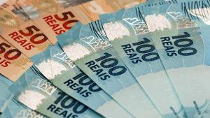 Governo avalia congelamento do salário mínimo em situações de aperto fiscal