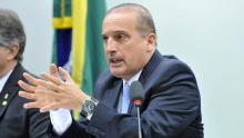 """Ministro explica como será pago auxílio de R$ 600: """"Não adianta ir a bancos e CRAS agora"""""""