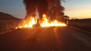 Polícia desbloqueia rodovia e fazenda ocupadas por manifestantes