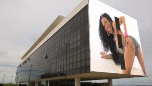 Internautas fazem piada da polêmica em torno de painel no Oscar Niemeyer