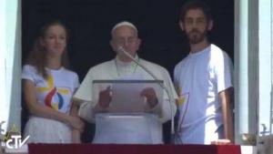 Papa utiliza tablet para se inscrever na Jornada Mundial da Juventude