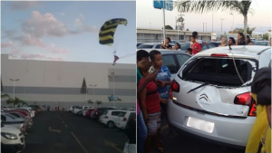 Papai noel paraquedista erra local de pouso e colide com carro em shopping