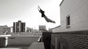 """Dublê de """"Jogos Vorazes"""" morre ao saltar de um prédio a outro"""