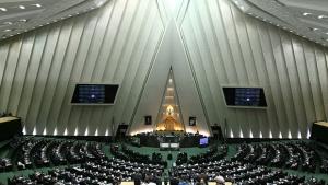 Estado Islâmico faz ataques simultâneos no parlamento e em mausoléu no Irã